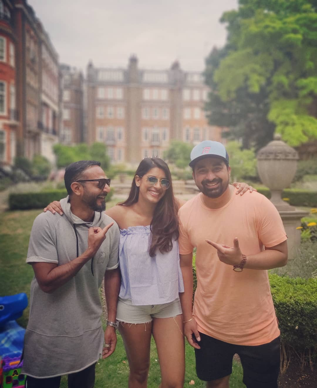 Gaelyn Mendonca with Rannvijay Singha and Nikhil Chinnapa