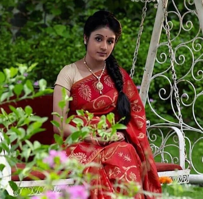 Paridhi Looks
