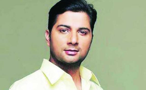 Varun Badola Early Life
