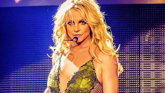 Britney Spears: Judge rules singer's father must share conservatorship